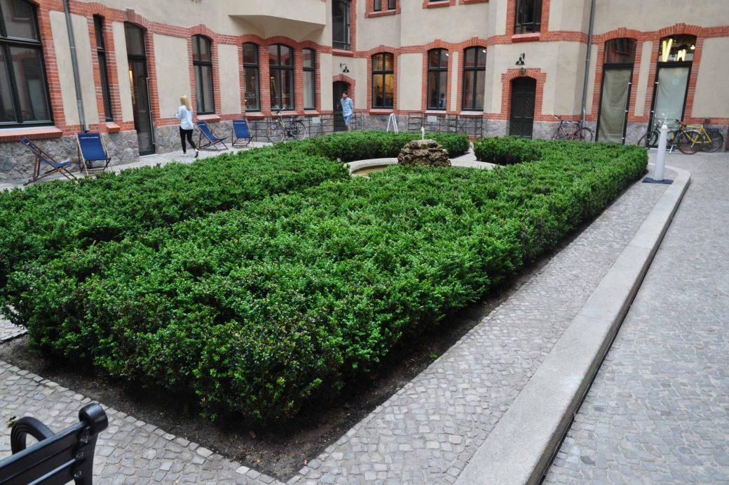 Innenhof mit über 500 Buchspflanzen
